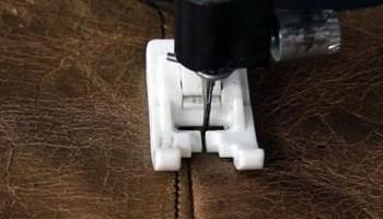 Как шить кожу на швейной машинке: простые иглы для шитья на бытовой машине, какой лапкой прошить кожзам, правильно сшить экокожу